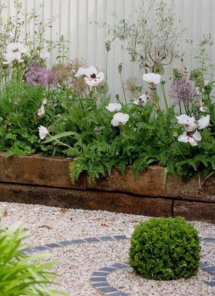 Creative Old Wood Flower Garden Edges