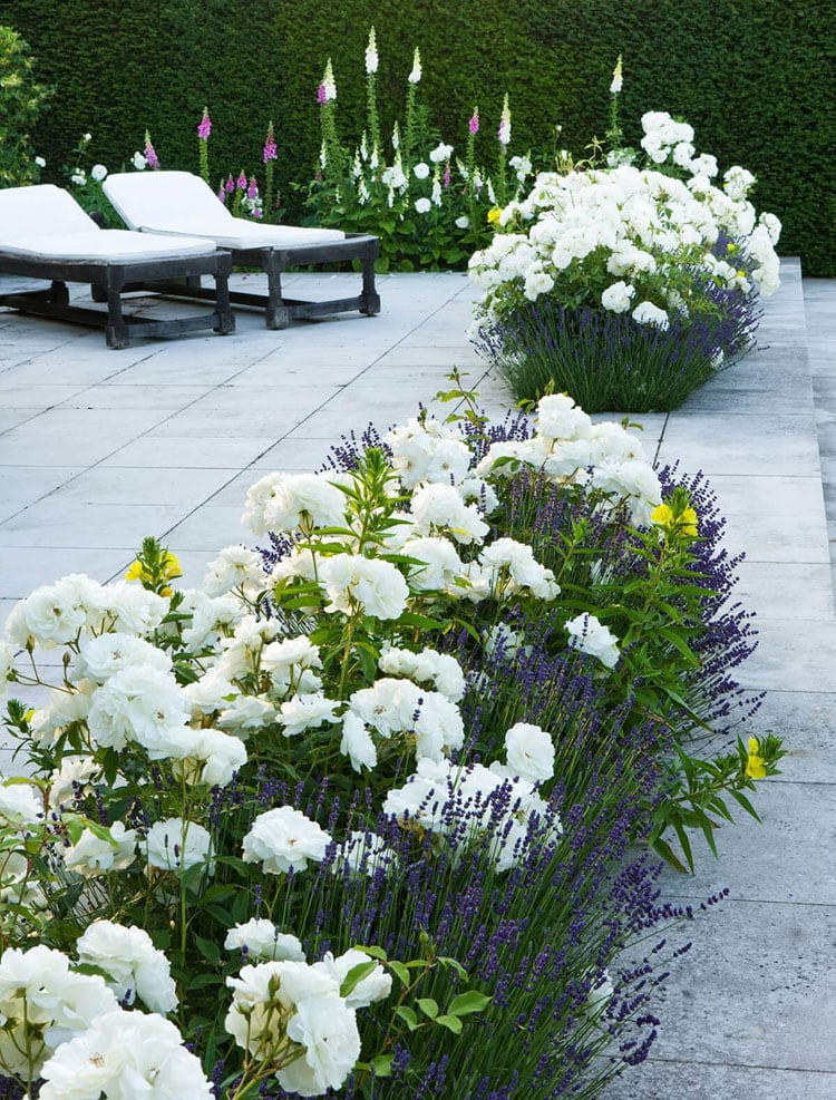 Simple Flower Bed Decor