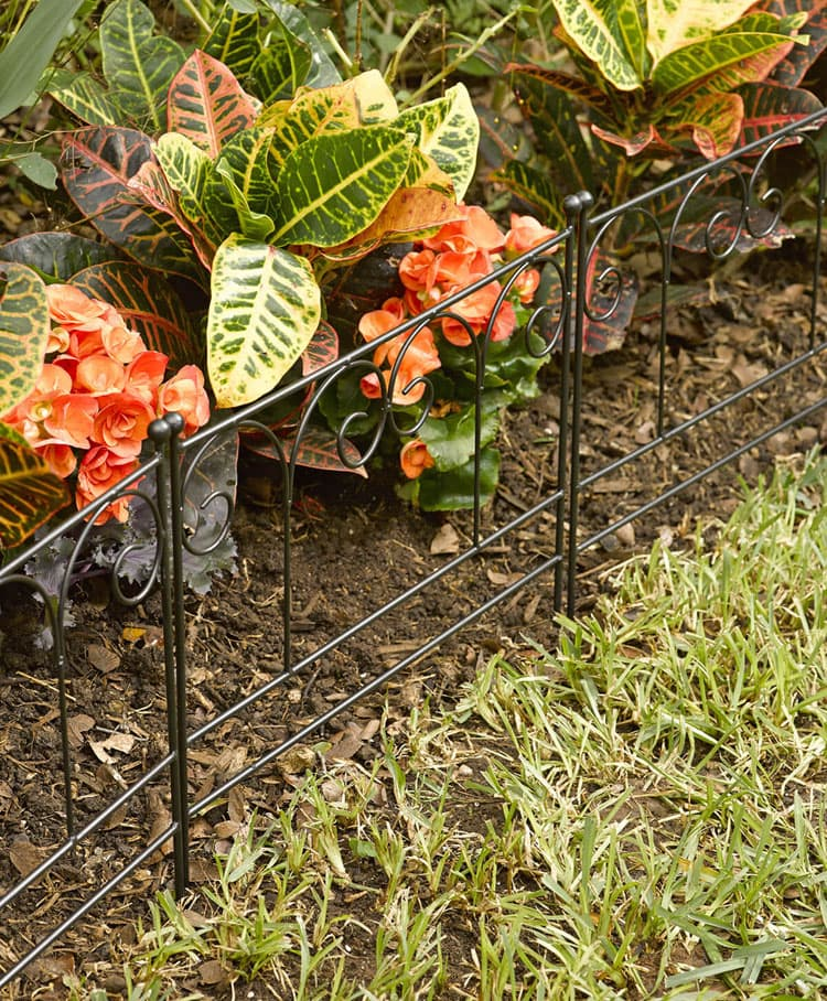 Simple Garden Border Fence Ideas