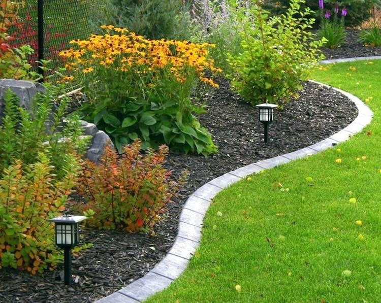 Use Landscape Lighting to Highlight Lawn Edges