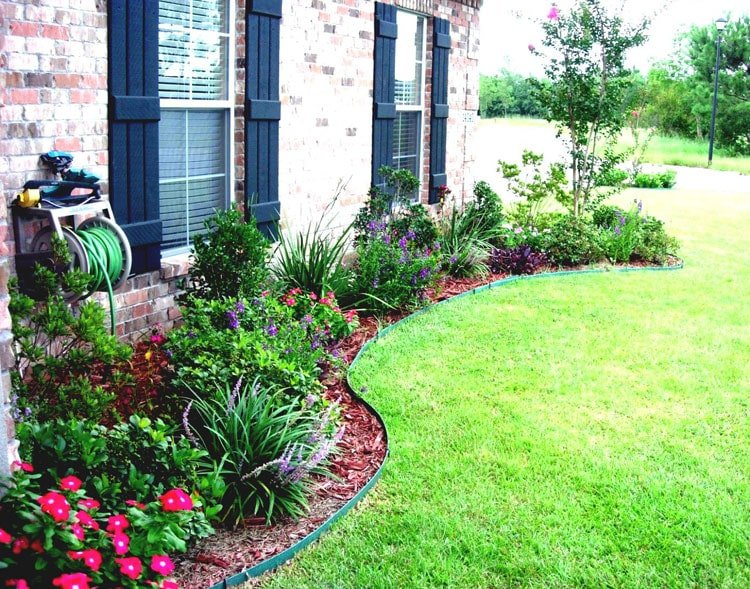 Colorful Basic Lawn Edges Let the Flowers Pop