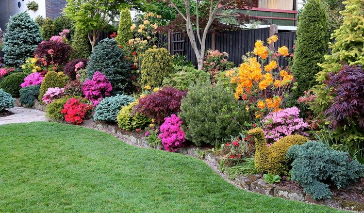 Colorful Garden Flower Bed For Your Front Yard Landscape