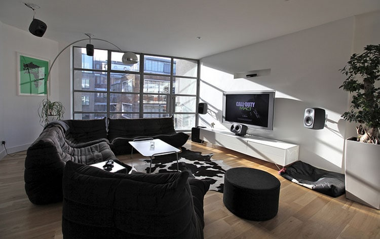 Cool Gamer Living Room Ideas with Black and White Decor and Elegant Furnishings