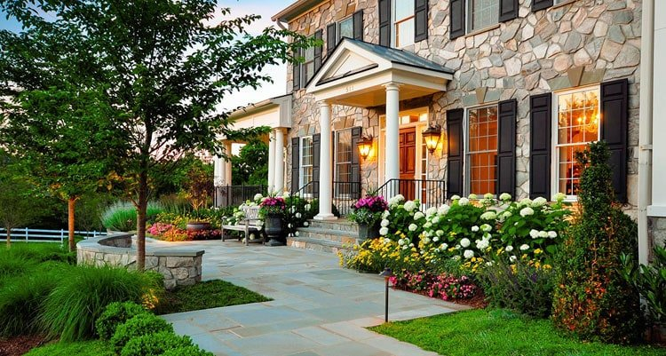 Luxurious Front Yard Landscape with Elegant Flower Bed