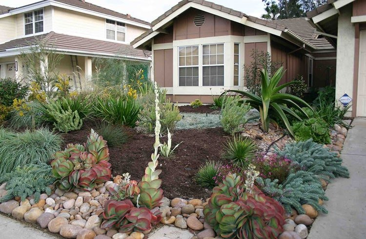 Rugged Front Yard Landscape for a Natural Look