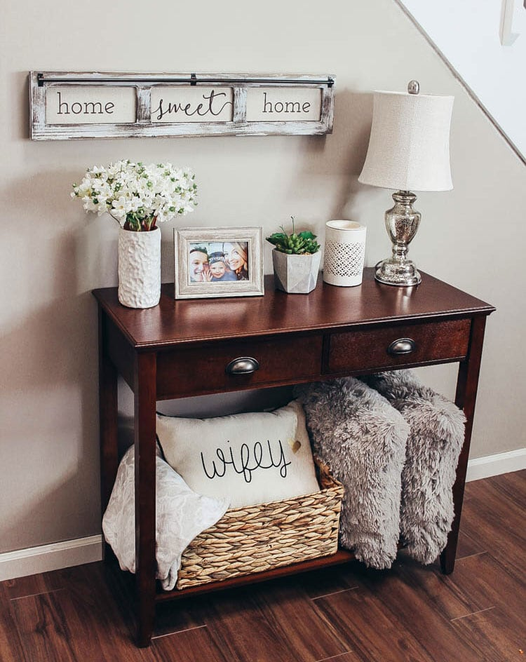 Chic Entrance Table Ideas with Family Mementos