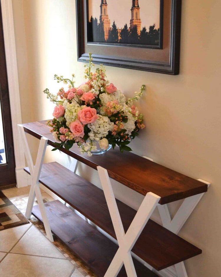 Minimal Foyer Table Décor