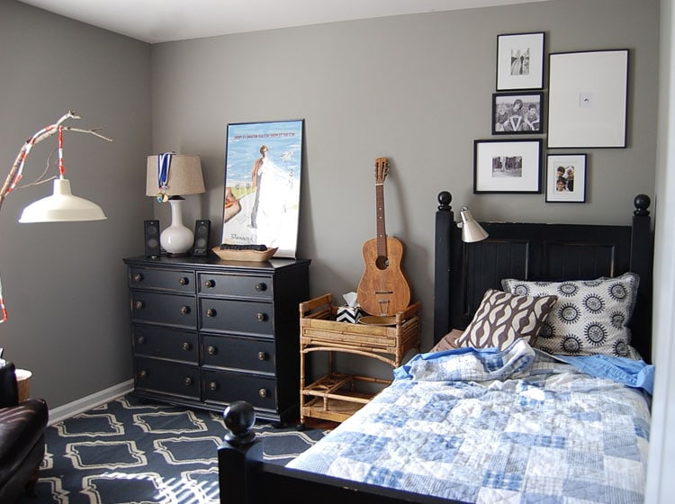 Simple Teen Room with Black Furniture
