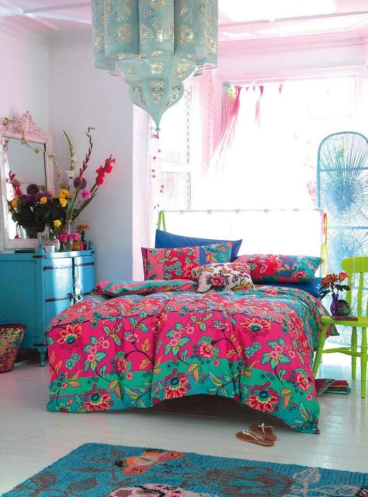 Awesome Girls Room with Vivid Colors For Outgoing Teens