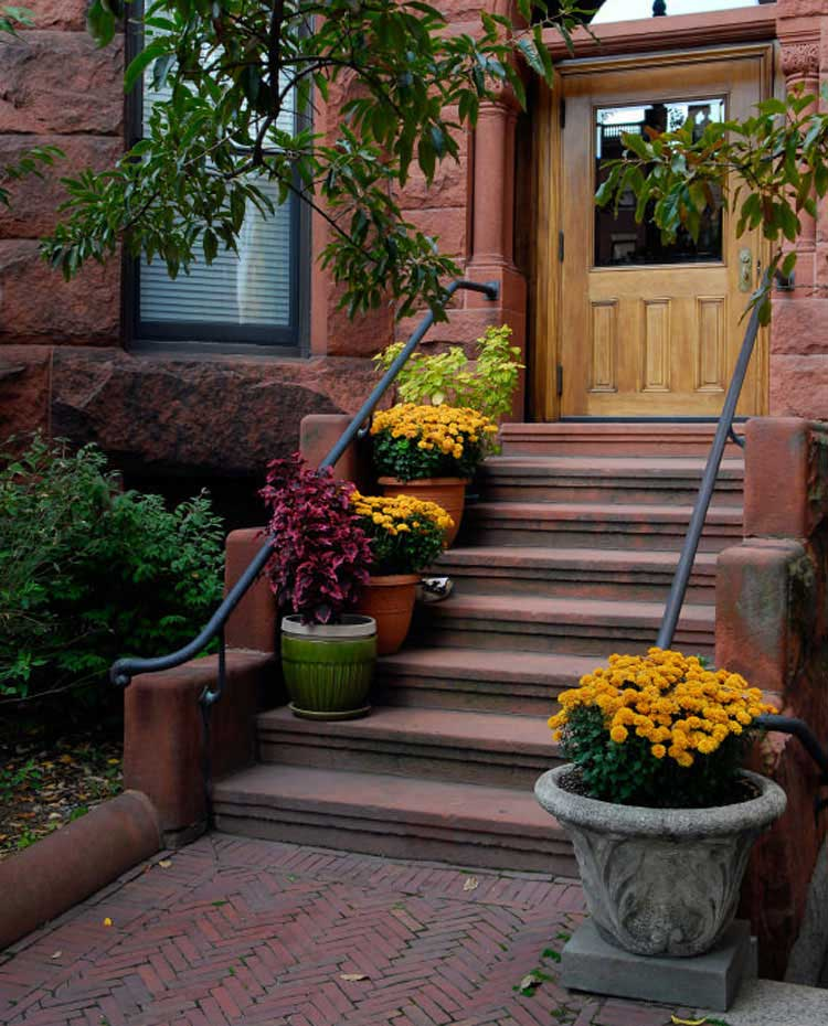 Beautiful Flower Pot Ideas For Your Front Stairs