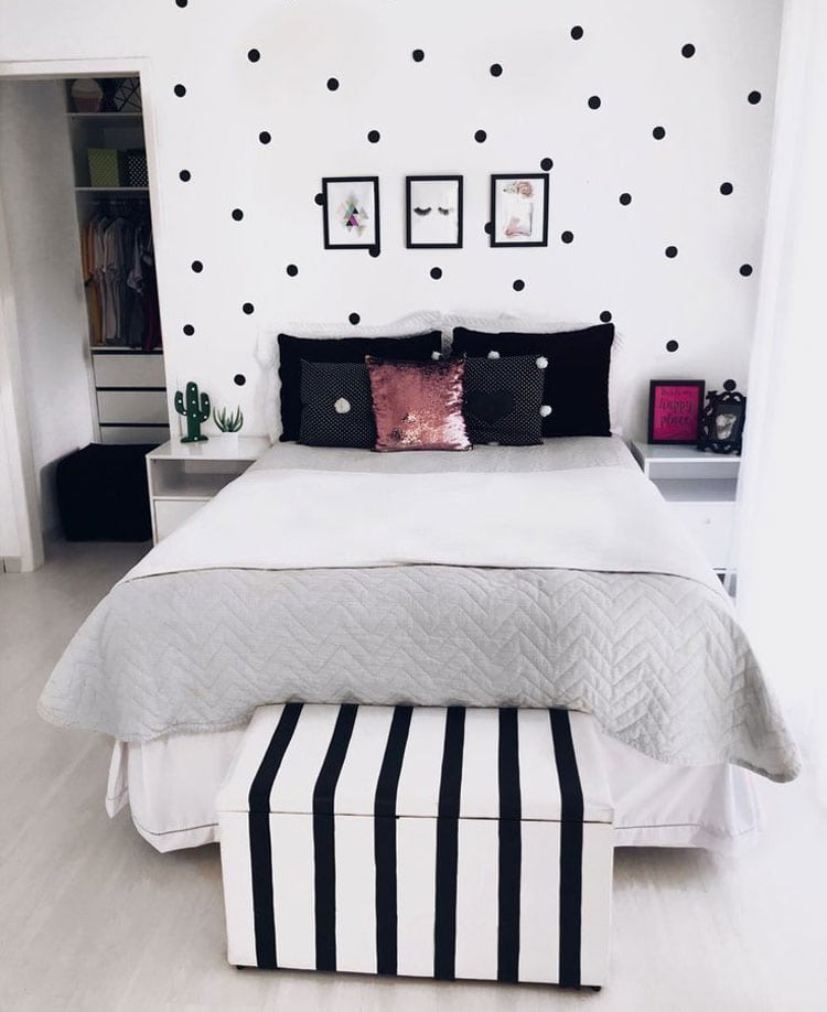 Cute Black and White Themed Teen Room with Clean Design