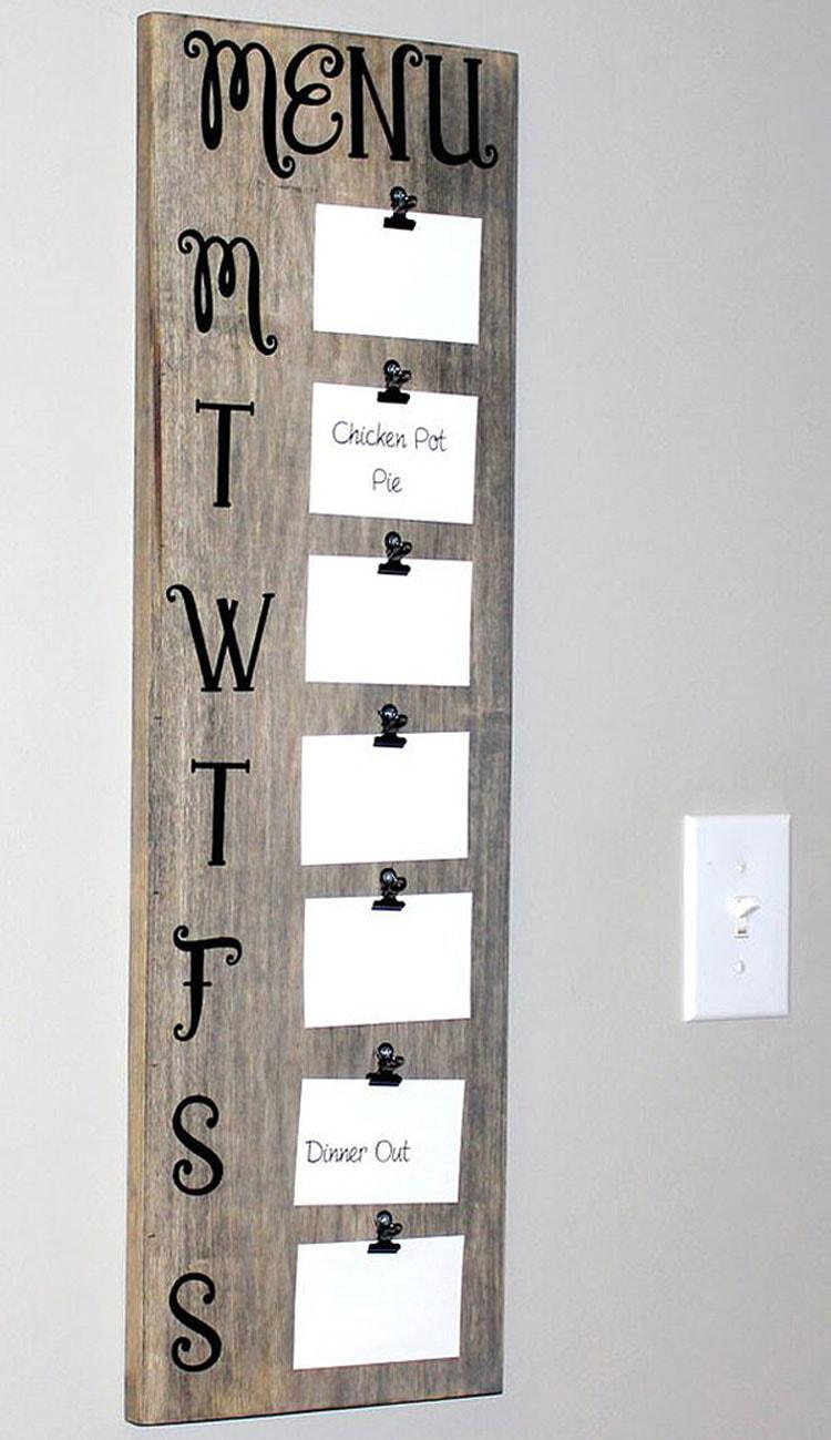 Cute DIY Weekly Menu Board For Kitchen Wall