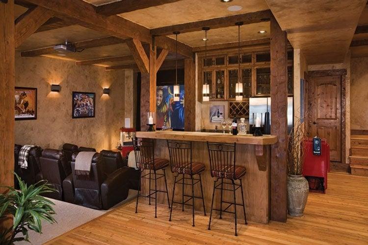 Rustic Bar Decor with Old Fashion Designs
