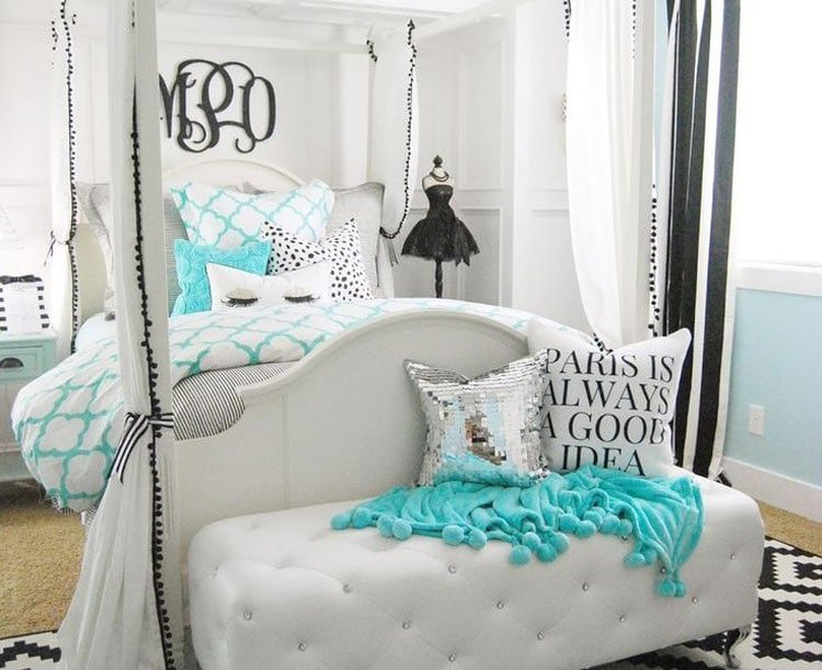 Stylish Teen Bedroom for a Passionate Fashionista