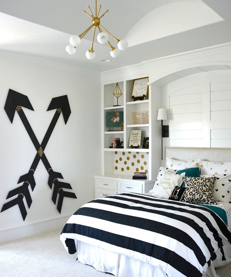 Teen Girl Bedroom with Black and White Bedding and Wooden Wall Arrows