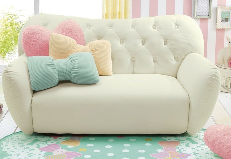 Teenage Bedroom Decorating Ideas with Fashionable Couches For Friends