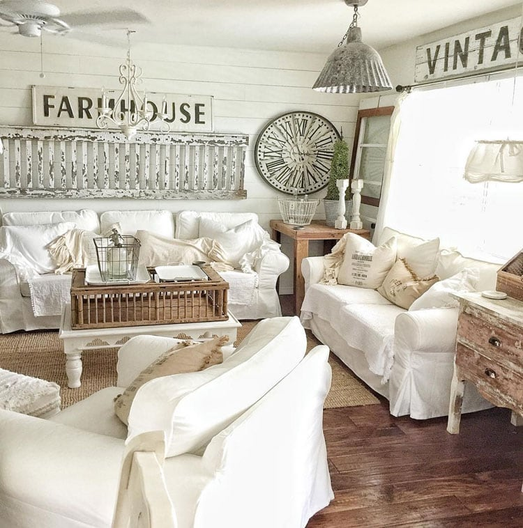 Gorgeous Country Farmhouse Living Room with White Decor