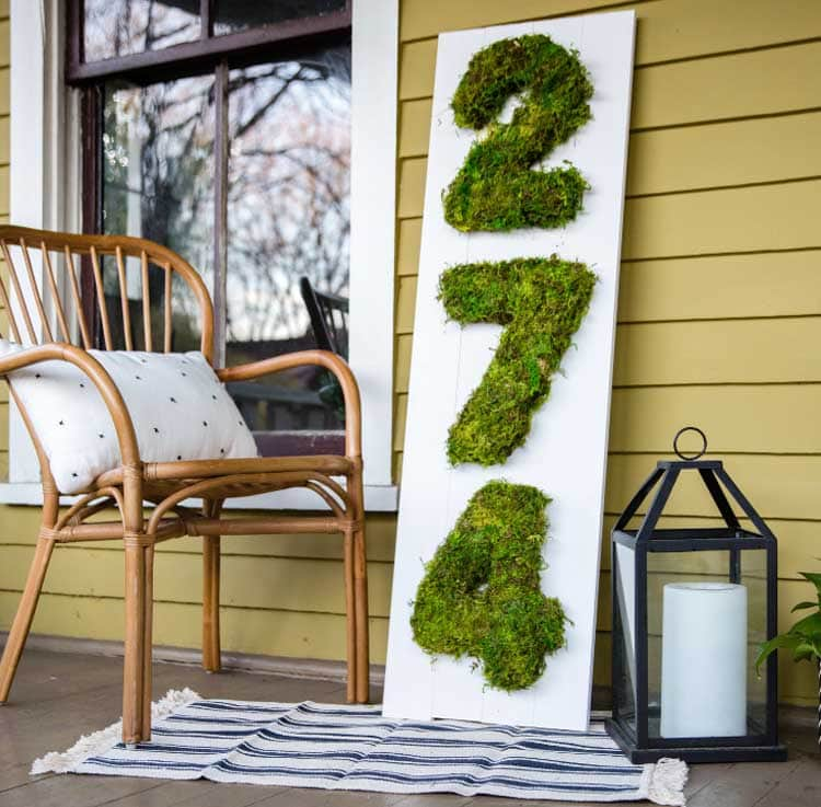 Creative DIY Address Sign That Makes The Most Out of Moss