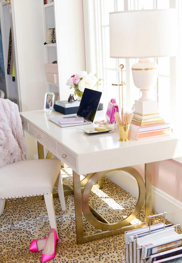 Cute Girly Desk in Bedroom