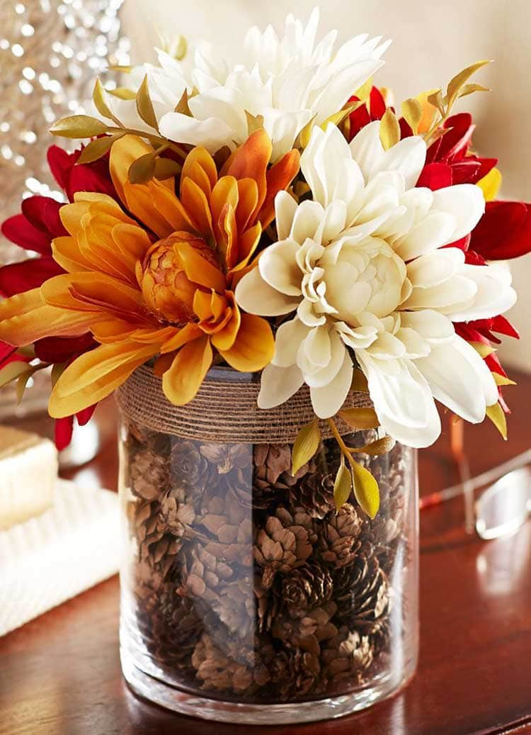 Simple Fall Flowers in a Striking Centerpiece