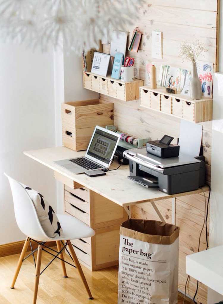 Small Desk Layouts Save Space in Home Office