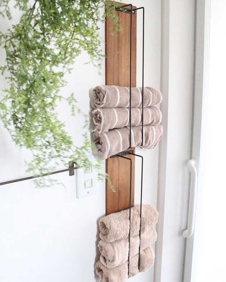 Minimalist Towel Storage Design Can Still Be Functional