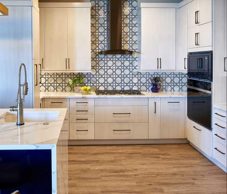 Simple Black and White Kitchen Backsplash