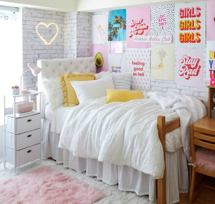 Awesome Wall Art and Decor For Girly Dorm Rooms