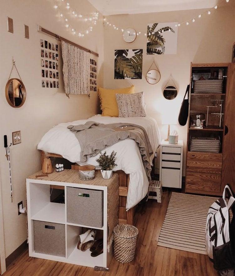 Cool Girl College Dorm Room Decor