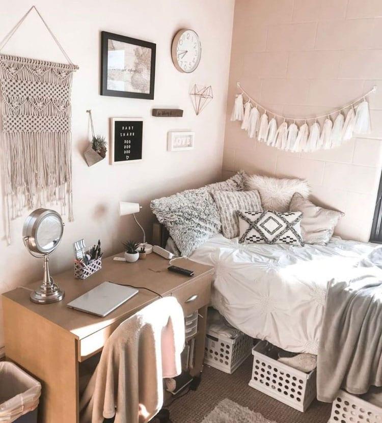 Easy Dorm Room Decor
